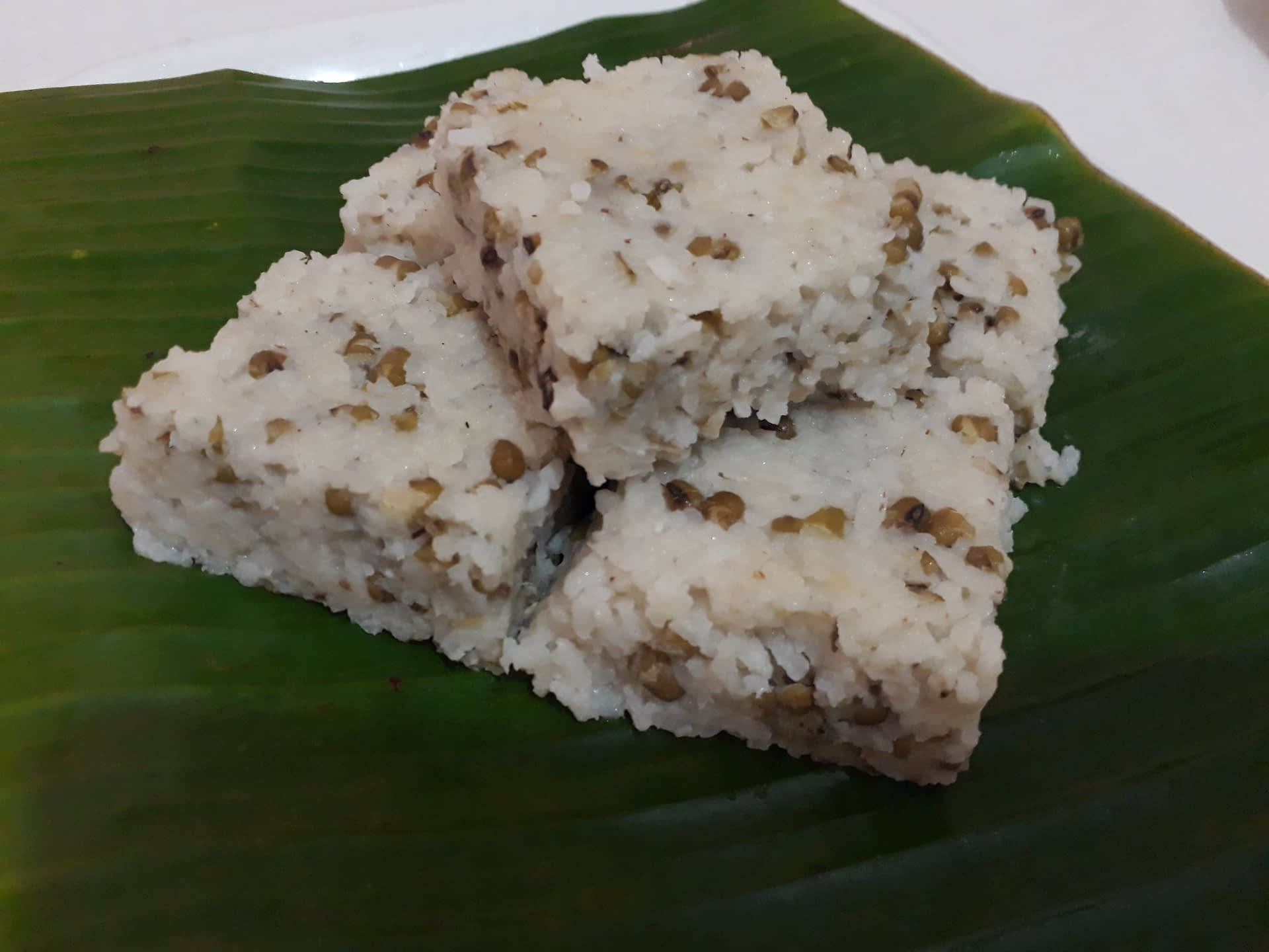 milk-rice-on-banana-leaf